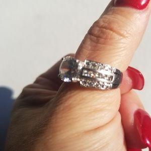 Gorgeous Diamond Ring 925 size 6